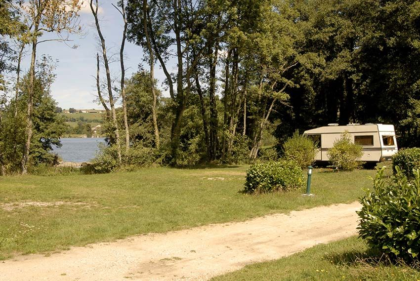 camping-Roybon-13-emplacements-bord-d-eau